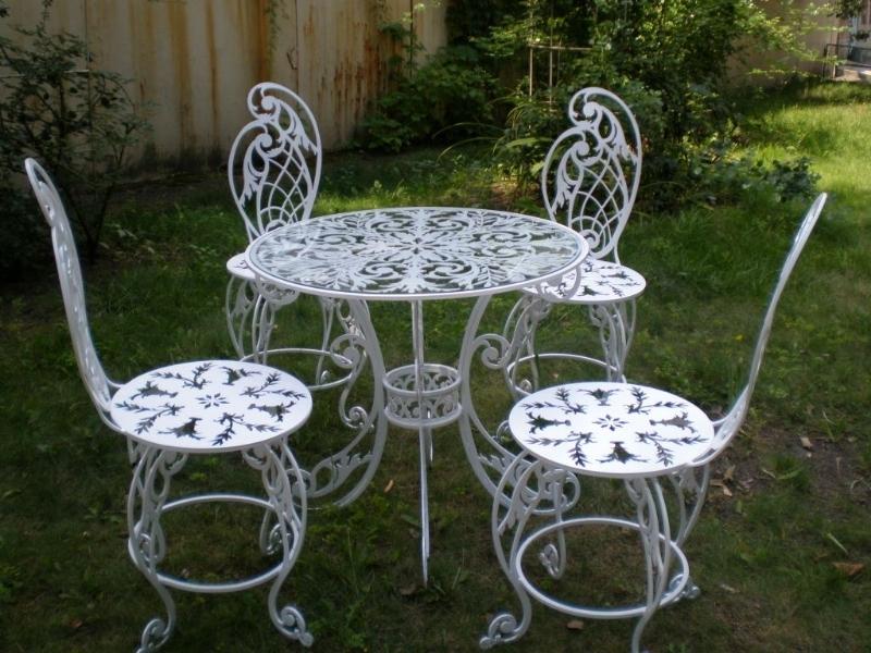 Мебель из металла для дома.